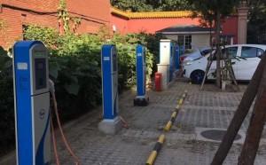 由我公司自主设计的某高速公路电动汽车充电站进入调试阶段