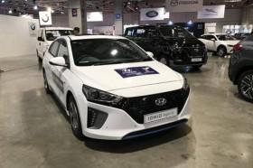 车企纷纷布局,充电桩建设成新能源车发展关键,你认为呢?